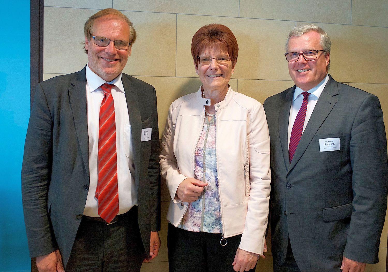 von links: Bernhard Reuter, Landrat des Landkreises Göttingen, Prof. Dr. Hiltraud Casper-Hehne, Vizepräsidentin für Internationales der Universität Göttingen, und Dr. Martin Rudolph, Vorstandsvorsitzender der SüdniedersachsenStiftung.