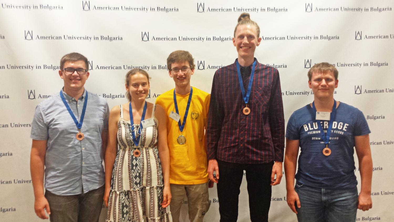 Auf dem Foto ist das Göttinger Team zu sehen mit Nicolas Ihlo, Inga Noack, Christian Bernert, Justus Greve-Kramer und Florian Esser (v.l.)