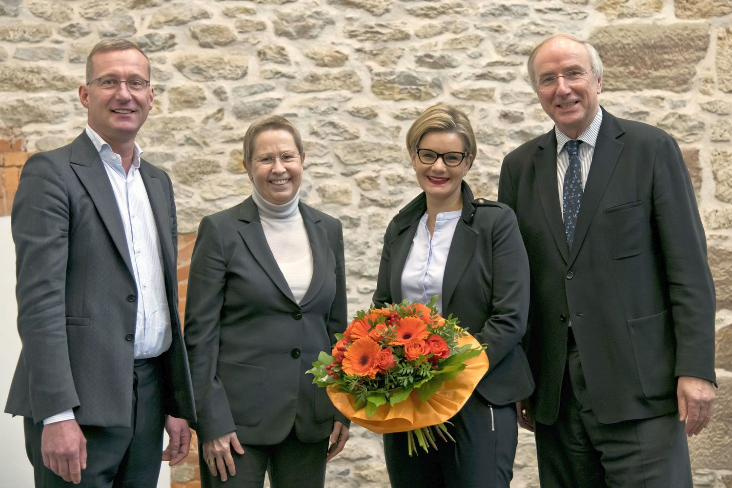 From the left: Senate spokesman Prof. Dr. Nicolai Miosge, University President Prof. Dr. Ulrike Beisiegel, Dr. Valérie Schüller and Dr. Wilhelm Krull, chairman of the finding comittee and the University Foundation Council.