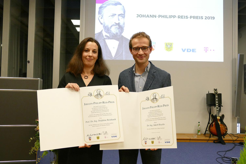 Prof. Dr. Delphine Reinhardt von der Universität Göttingen und Dr. Jakob Hoydis von den Nokia Bell Labs in Frankreich teilen sich den Johann-Philipp-Reis-Preis 2019.