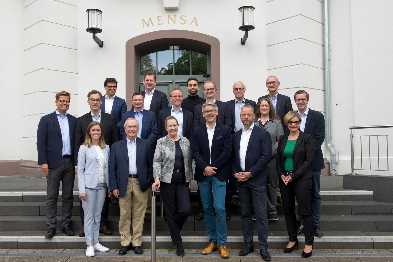 Gründungstreffen des Beirats der Wirtschaftswissenschaftlichen Fakultät am 20. Mai 2019 in Göttingen. Vorne in der Mitte Universitätspräsidentin Prof. Dr. Ulrike Beisiegel, rechts daneben Prof. Dr. Michael Wolff.