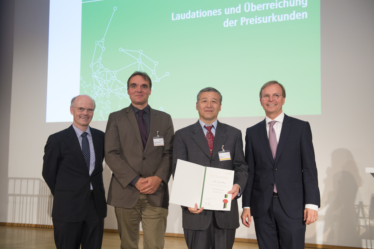 Award Winner Professor Wang Hui (second from right) with (from left) Dr. Enno Aufderheide (Humboldt Foundation), Professor Dominic Sachsenmaier (University of Göttingen) and Thomas Rachel (Federal Ministry of Education and Research).
