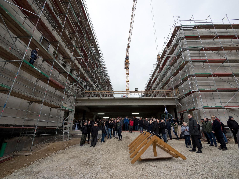 Das Rechenzentrum der Gesellschaft für wissenschaftliche Datenverarbeitung mbH Göttingen (GWDG) stellt künftig allen beteiligten Einrichtungen zusätzliche Rechen- und Speicherkapazitäten für Forschung, Lehre, gemeinsames Arbeiten, Krankenversorgung und Administration zur Verfügung.