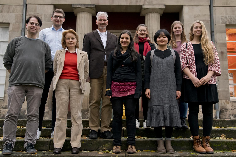 Die Gewinnerinnen und Gewinner mit Prof. Dr. Andrea D. Bührmann, Vizepräsidentin für Studium, Lehre und Chancengleichheit