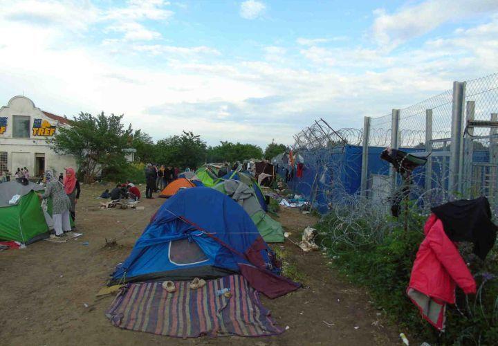 Flüchtlingscamp in Kelebia nahe der ungarisch-serbische Grenze, 2016. Kelebia ist eines der zwei ungarischen Transit-Points und der einzige Durchlass in die EU via Serbien.