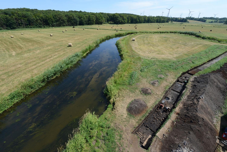 Blick auf die Ausgrabungsstätte an der Tollense in Weltzin, wo viele menschliche Überreste und Objekte gefunden wurden.