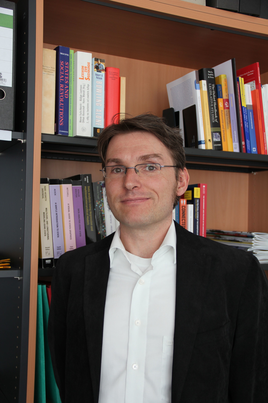 Prof. Dr. Simon Fink