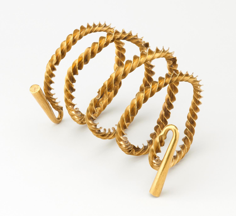 Gold flange twisted spiral torc (around 15cm long; 367.1 g) from Castlemount, Dover, Kent, England