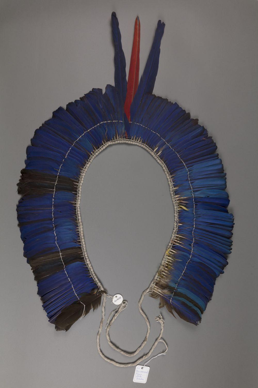 Federdiadem der Kayapó. Ethnologische Sammlung der Universität Göttingen (Am 4333).
