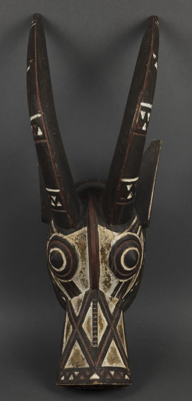 Tanzmaskenaufsatz in Gestalt einer Pferdeantilope. Bobo-Dioulasso (Burkina Faso). Kauf U. Braukämper, 1994. Ethnologische Sammlung.