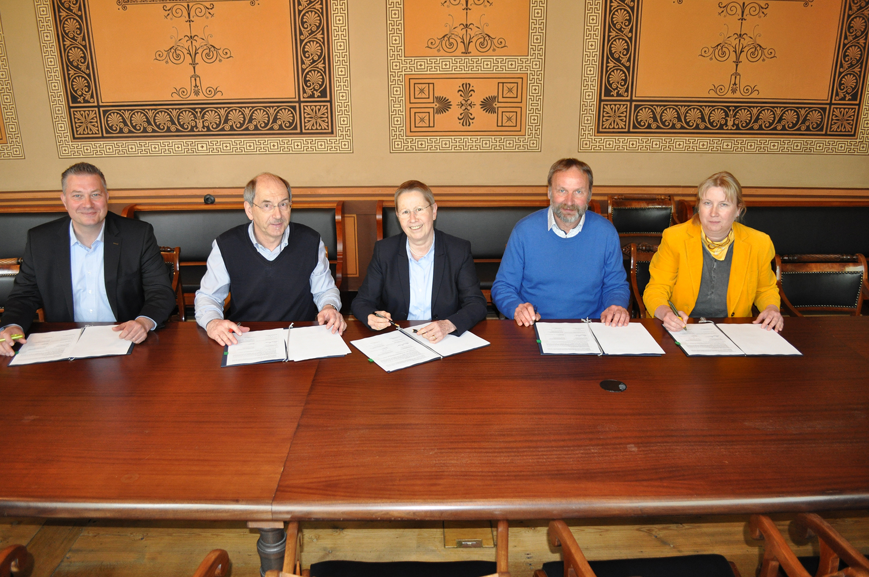 v.l.n.r. Mirko Dreesmann, Dr. Johannes Hippe, Prof. Dr. Ulrike Beisiegel, Dr. Ulrich Löffler, Katrin Gehrke