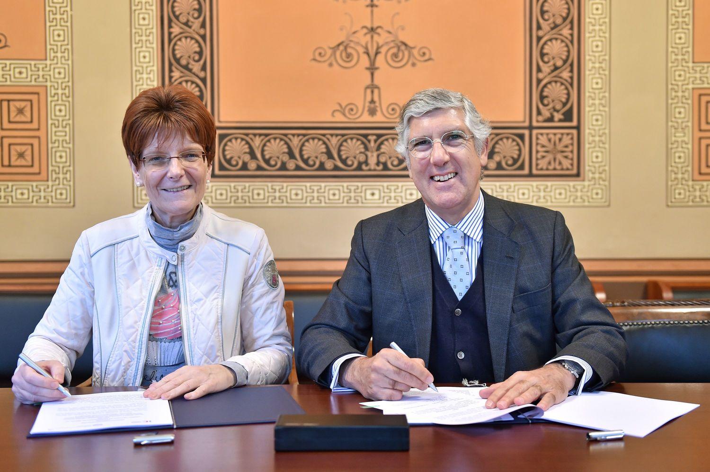 Universitätsvizepräsidentin Prof. Dr. Hiltraud Casper-Hehne und der portugiesische Botschafter João Mira Gomes.