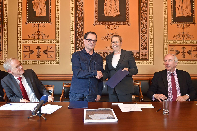 """Die """"Günter Grass Archiv Göttingen Stiftung"""" soll gewährleisten, dass die Bestände des Archivs langfristig zu wissenschaftlichen sowie zu Bildungszwecken zur Verfügung stehen."""