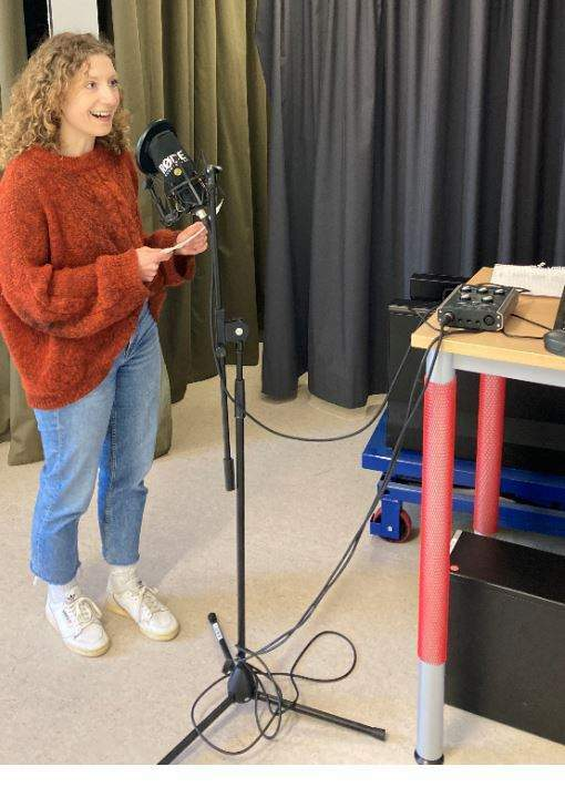 Recordings of all participants' voices were made and then analysed using a programme to get an objective measurement of pitch.