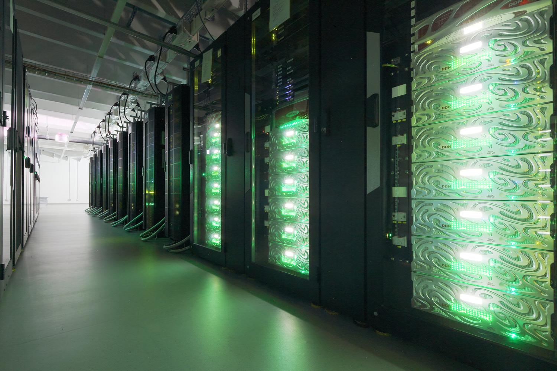 """Spitzenplatzierung für Göttinger Supercomputer: In der neuesten Ausgabe der Top500-Liste der schnellsten Rechner der Welt belegt das in Göttingen installierte System """"Emmy"""" weltweit Platz 47. In Deutschland landet Emmy auf Rang fünf und ist damit der leistungsfähigste Rechner in Norddeutschland."""