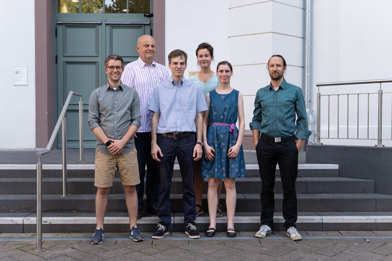 Von links nach rechts: Dominic Simm, Prof. Dr. Stephan Waack, Dr. Martin Kollmar, Stefanie Pinkert (Gründungsförderung Universität Göttingen), Dr. Stefanie Mühlhausen und Dr. Florian Odronitz.