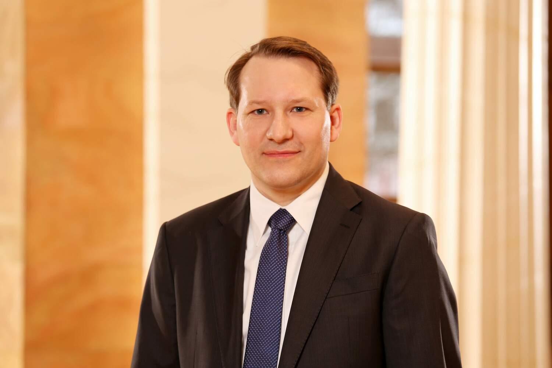 Professor Jan Muntermann