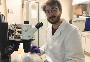 First author Dr. Rabe von Pappenheim examines protein crystals of a bacterial enzyme that was