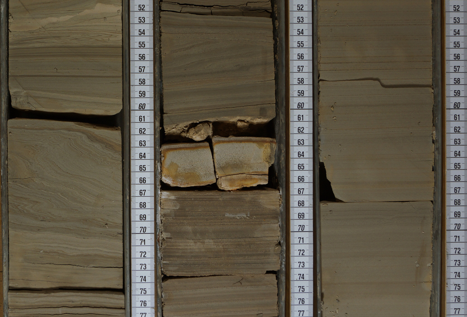 A further example of the light-coloured volcanic ash layer, embedded between finely stratified lake clays of the drilling Nördlinger Ries 1003.