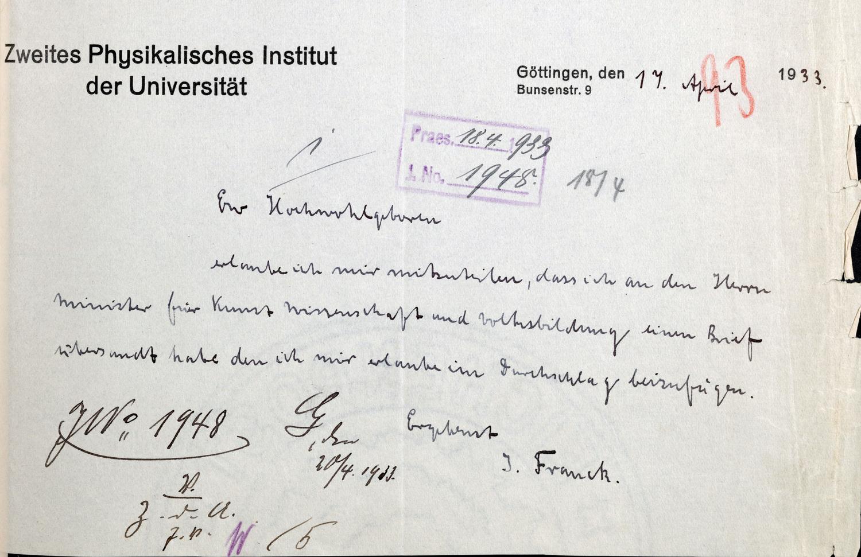Franck übersendet dem Universitätskurator seinen Rücktritt aus Protest gegen die rassistisch motivierte Entlassung von Kolleginnen und Kollegen (1933).