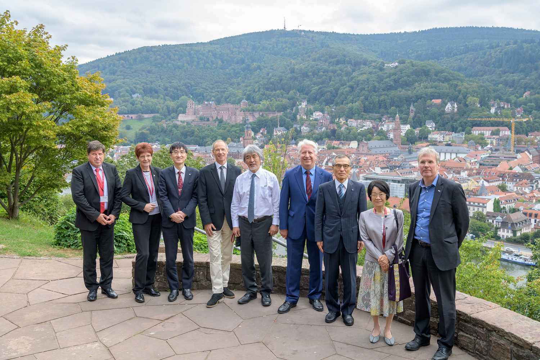 """Die Partneruniversitäten des deutsch-japanischen Hochschulnetzwerks """"HeKKSaGOn"""" haben sich bei ihrem siebten Rektorentreffen in Heidelberg auf neue gesellschaftlich relevante Fokusthemen für die kommenden Jahre geeinigt."""
