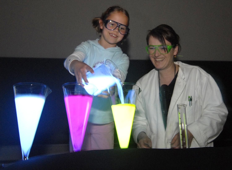 Experimente und Mitmachaktionen für kleine und große Leute
