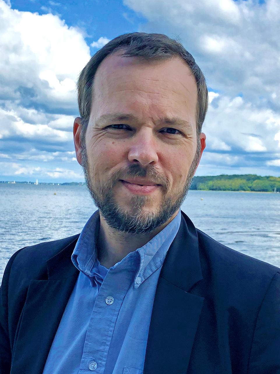 Dr. Niels Petersen