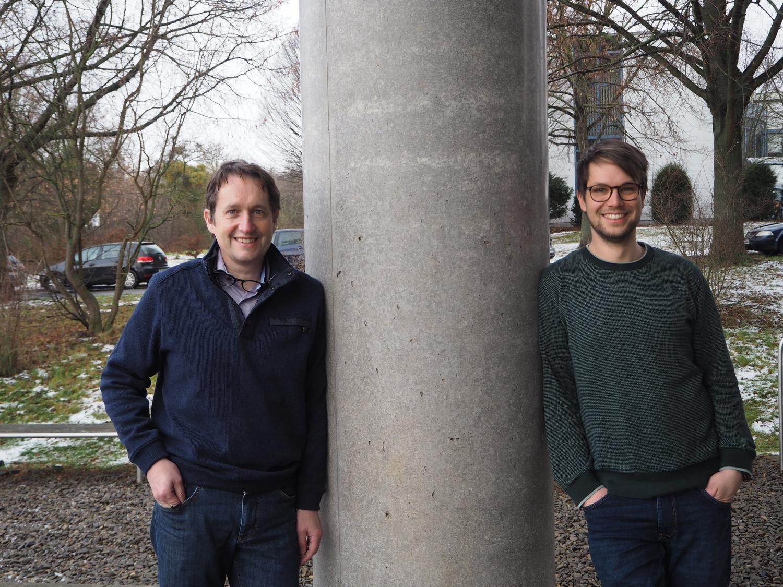 Prof. Dr. Tim Salditt (links) und Malte Vassholz