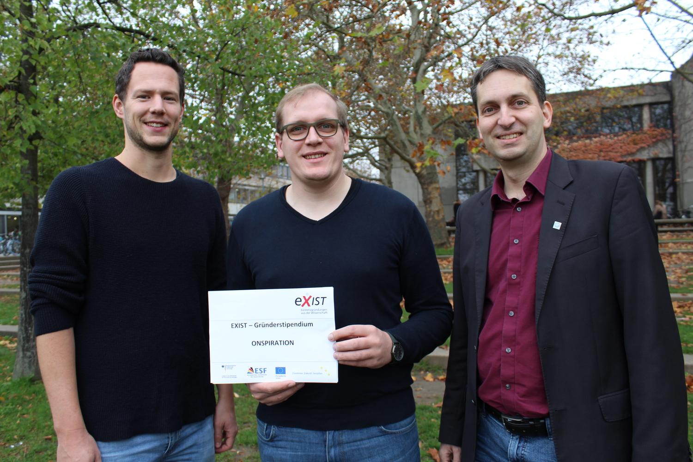 Lukas Ottermann und Hendrik Schneider vom Gründungsteam, Martin Stammann, Teamleiter Gründungsförderung an der Universität Göttingen (v.l.)