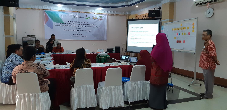 Ein Workshop zur sozialen Netzwerkanalyse von Agroforstsystemen im Sanggau Distrikt, West-Kalimantan, moderiert von Heru Komarudin und Nining Liswanti.