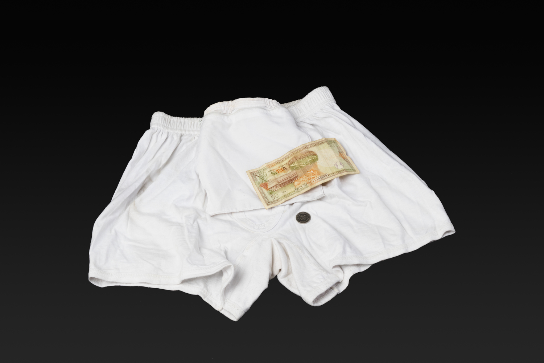 Unterhose mit eingenähter Geldtasche. Der Besitzer flüchtete 2013 aus Syrien über Ägypten und das Mittelmeer nach Deutschland.