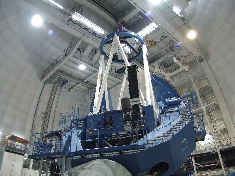 3,5-Meter-Teleskop am Observatorium Calar Alto, wo der CARMENES-Spektrograph installiert ist.