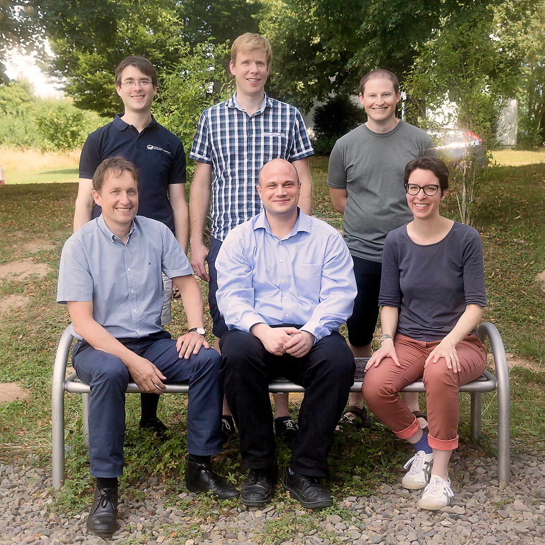 Dr. Markus Osterhoff, Haugen Mittelstädt, Andrew Wittmeier (hinten von links), Prof. Dr. Tim Salditt, Dr. Marten Bernhardt, Prof. Dr. Sarah Köster (vorne von links). Nicht im Bild: Dr. Jan-David Nicolas.